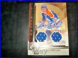 16/17 Artifacts Wayne Gretzky Base Dual Jersey Auto Signature /25 RARE