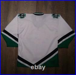 Fighting Sioux Nike Hockey Jersey UND North Dakota Youth XL White Sewn RARE